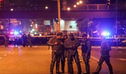 Autoridades vigilan el 27 de junio de 2017, los alrededores de la sede del Tribunal Supremo de Justicia (TSJ) en Caracas (Venezuela). EFE