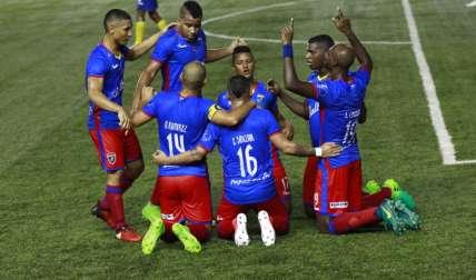 El Plaza Amador celebra uno de los tres goles anotados en el partido de ayer frente al Chorrillo. Foto: Anayansi Gamez