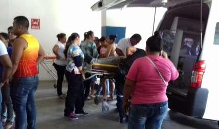 El señor fue llevado urgentemente al hospital, donde permanece delicado, ya que una parte de su cuerpo está inmovilizada a raíz del golpe.