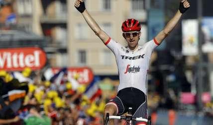 Bauke Mollema festeja su primera victoria en el Tour de Francia. Foto: EFE