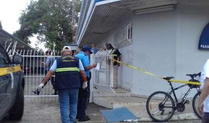 Personal de Criminalística realiza la investigación.  Foto Mayra Madrid Corresponsal