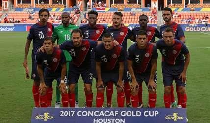 Jugadores de Costa Rica posan antes de enfrentar a Canadá, el martes. /EFE