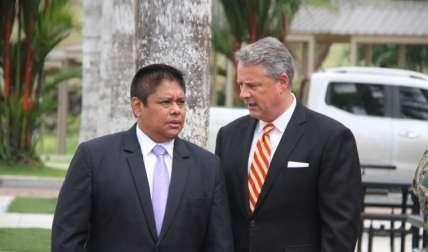 En la foto, en el orden acostumbrado, el ministro de Seguridad Pública, Alexis Bethancourt, y el embajador John Feeley. Foto Cortesía