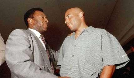 Pelé junto a su hijo Edinho, quien ha sido encarcelado en cinco oportunidades. Foto: AP