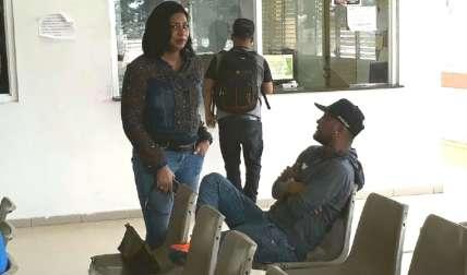 El exboxeador visitó ayer, domingo, al señor Chávez en el hospital. Foto Raimundo Rivera Corresponsal