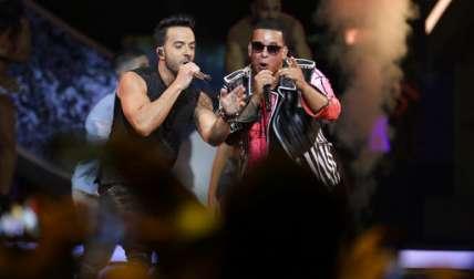 Luis Fonsi y Daddy Yankee.  /  Foto: AP Archivo