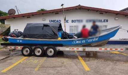 En esta lancha rápida era transportado el cargamento de droga.  Foto Cortesía
