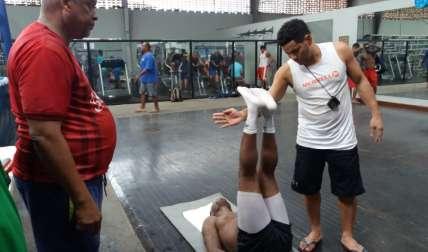 Nicholas Walters (c) realiza trabajos físicos bajo la mirada de los entrenadores Celso Chávez (izq.) y Vladimir Branda. Foto: Joel Isaac González