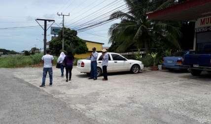 En la foto, momentos en que los familiares de la víctima salen del SPA en Penonomé, al terminar la audiencia. Fotos Elena Valdez Corresponsal