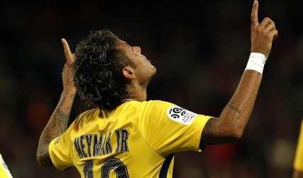 Neymar Jr. festejó hoy su primer gol con el PSG/ AP