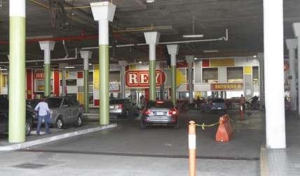 En este supermercado se dio el atraco en horas de la mañana de ayer lunes.  Foto Edwards Santos Crítica