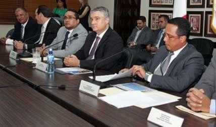 El proyecto fue presentado por el ministro de Economía y Finanzas, Dulcidio de la Guardia.
