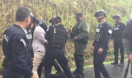 Algunos docentes fueron detenidos por los uniformados.