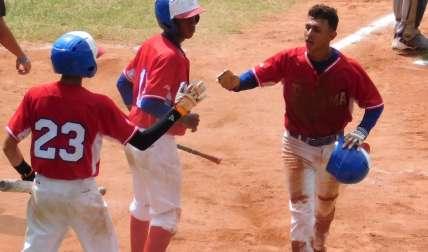 La ofensiva de Panamá espera mantener el ritmo para el juego de hoy ante Colombia. Fotos: Fedebeis/ Cortesía