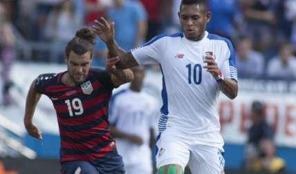 Ismael Díaz (10) seguirá en el fútbol de Europa. Foto:AP