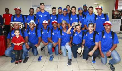 La selección Sub-15 de Béisbol de Panamá a su llegada al aeropuerto de Tocumen. Fotos: Anayansi Gamez