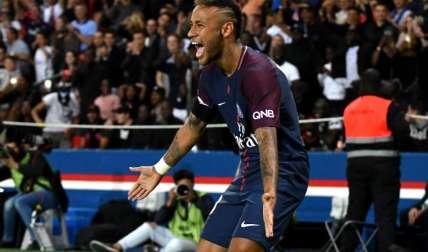 Neymar Jr. celebra su anotación con el PSG. Foto:EFE