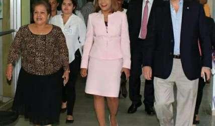 Autoridades universitarias acompañadas de los diputados Yanibel Ábrego y Manuel Cohen/ Cortesía