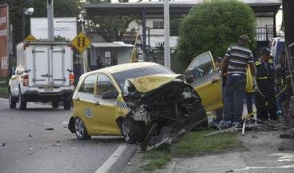 Vista general de la escena del accidente fatal en Juan Díaz.  /  Foto: Alexander Santamaría