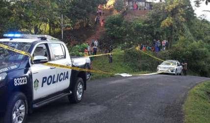 Residentes aprovecharon para denunciar  la falta de luminarias en el lugar donde se dio el accidente.  /  Foto: Mayra Madrid