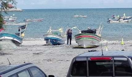 Las autoridades investigadoras analizan algunos datos sobre ambos hechos violentos. En la imagen, parte de la escena del cuerpo hallado en San Carlos.