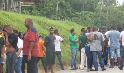 Familiares y amigos de las víctimas.  Foto Leandro Ortiz Crítica