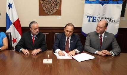 Los magistrados Eduardo Valdés Escoffery, Heriberto Araúz y Alfredo Juncá. Foto: Tribunal Electoral