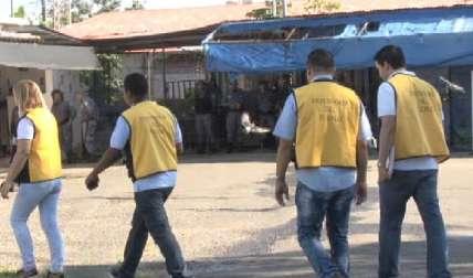 Miembros de la Defensoría del Pueblo van a la prisión a inspeccionar.