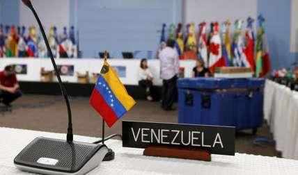 Hasta el momento el gobierno de Maduro se ha negado a abrir un canal humanitario alegando que no es necesario, pese la aguda escasez de alimentos y medicinas que aqueja a los venezolanos. /  Foto: AP Ilustrativa