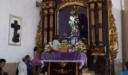 La iglesia de San Felipe está cada día llena de devotos, que vienen a venerar la imagen. Fotos: Diómedes Sánchez