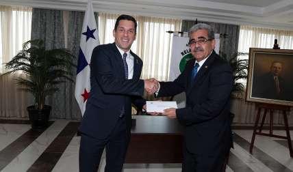 Embajador de El Salvador en Panamá, Alfredo Pineda.