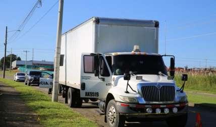 Así fue encontrado el pesado transporte con su conductor amordazado y atado.  Foto Edwards Santos Crítica