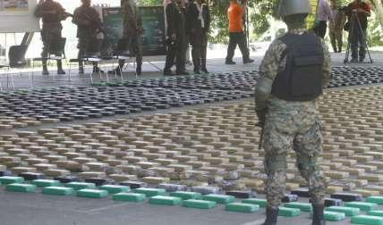 La Fiscalía de Drogas de Darién fue la encargada de realizar el conteo de la cuantiosa cantidad de droga decomisada.  Fotos Edwards Santos Crítica