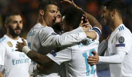 Jugadores del Real Madrid celebran una de las anotaciones. Foto: EFE