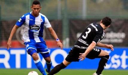 Ismael Díaz (izq.) sigue haciendo su trabajo en la Segunda B de España.