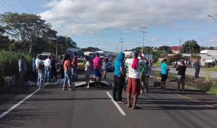 Residentes de El Mastranto cierran vía Interamericana