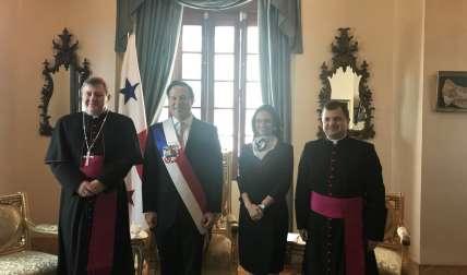 Varela recibe cartas credenciales de nuevo Nuncio Apostólico