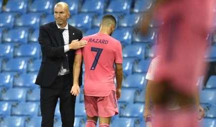Zinedine Zidane y Eden Hazard. Foto:AP