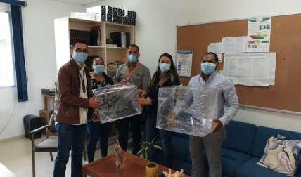 Jóvenes azuerences crean escafandrias para intubación de pacientes con Covid-19