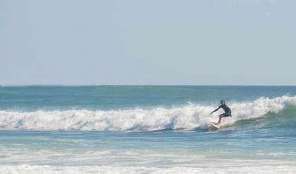 Sorprenden a surfistas violando cuarentena absoluta en Pedasí
