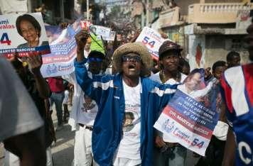 Opositores haitianos celebran en las calles la salida de Martelly