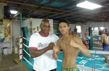 Rafael Pedroza (der.) junto a su entrenador Juan Mosquera. Foto: Joel Isaac González