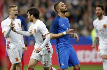 Goleadores de España David Silva (c) y Deulofeu (izq.). Foto AP