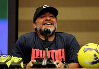 """Maradona consideró que el fútbol """"no se puede quedar atrás"""". Foto: EFE"""